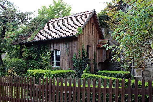 Gartenhaus dunkel