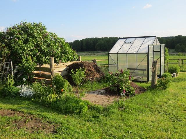 Gartenhaus mit Beet